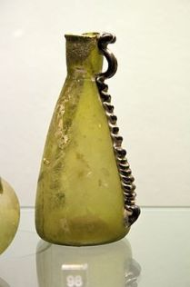 Roman_glass_Syria_Amphora_Prague_Kinsky,_NM-H10_1817,_141240